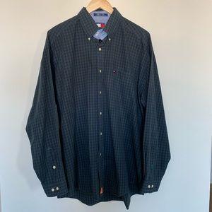 3/19🌽 Tommy Hilfiger Checkered Button Down Shirt
